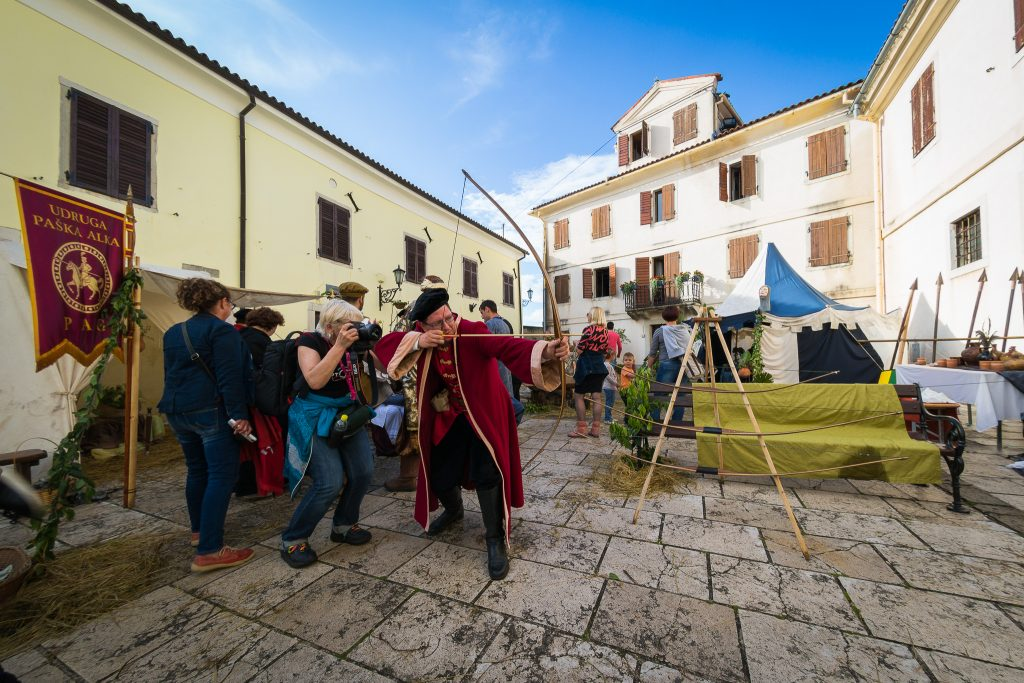 THE BIG JOE | VELI JOŽE FESTIVAL – FOLLOW THE GIANT FOOTSTEPS UP TO THE HILL IN MOTOVUN