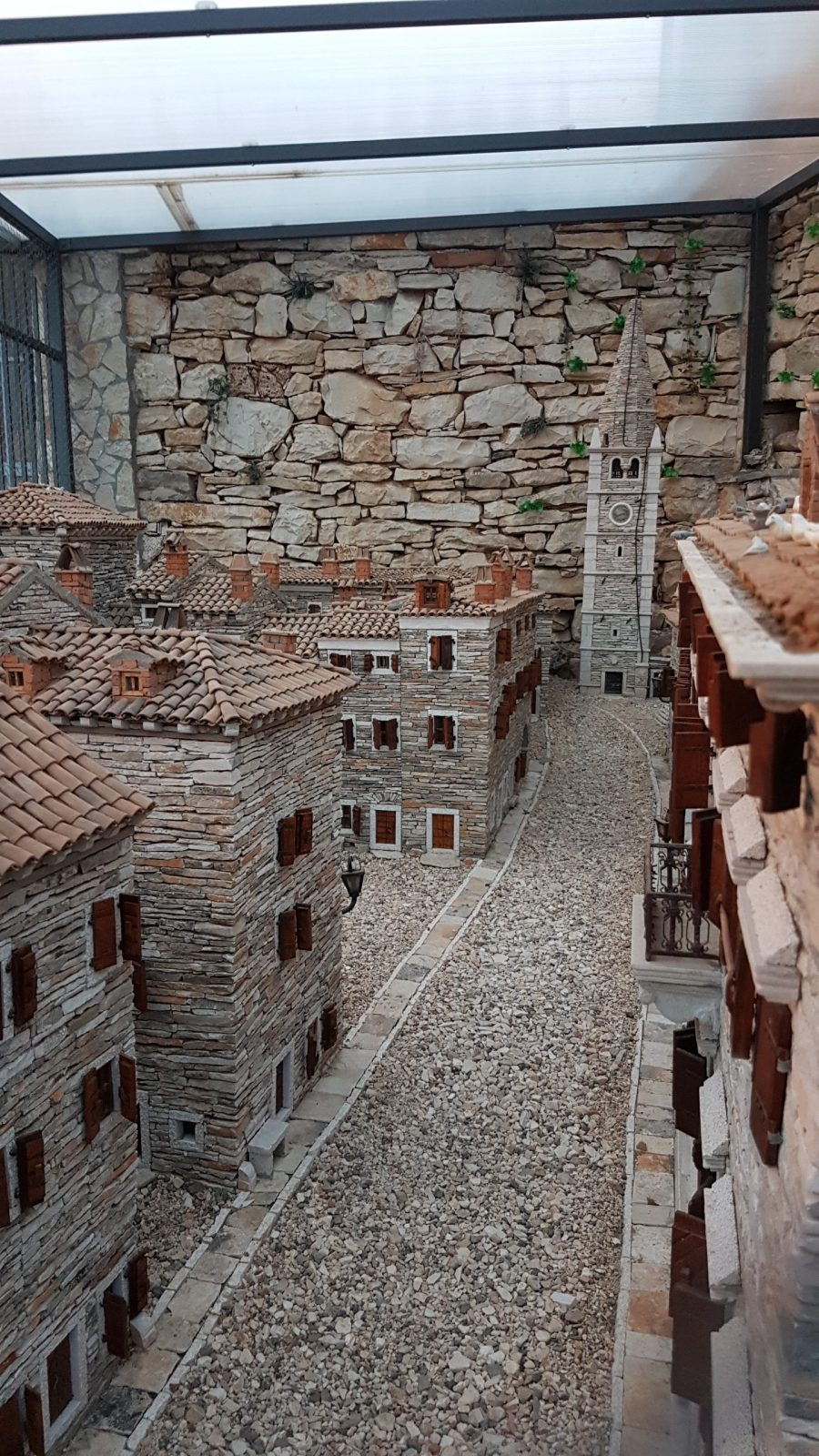 MORE THAN 10.000 STONES FOR MINIATURE REPLICA OF GALIŽANA