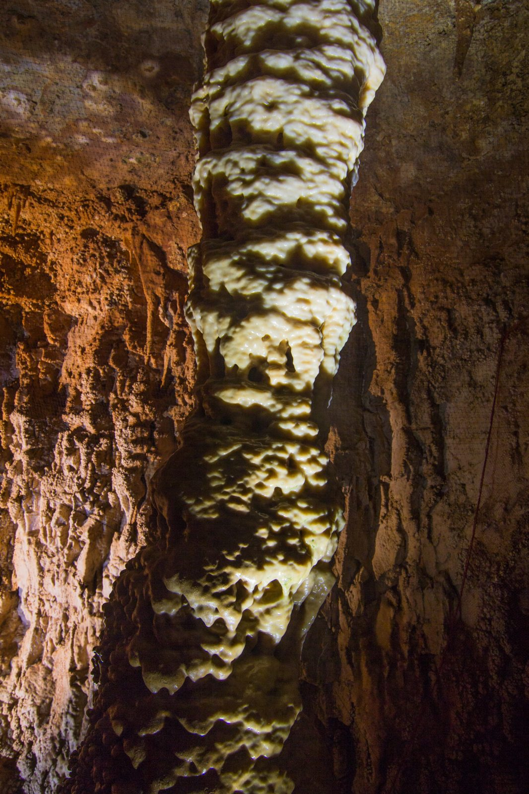 UNDERGROUND LAKE AT A DEPTH OF 60 METERS IN CAVE BAREDINE