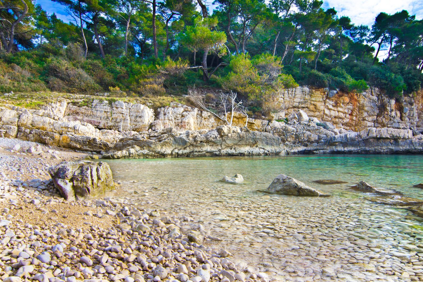 HIDDEN BEACH SURROUNDED BY ROCKS - GALEBOVE STIJENE IN PULA