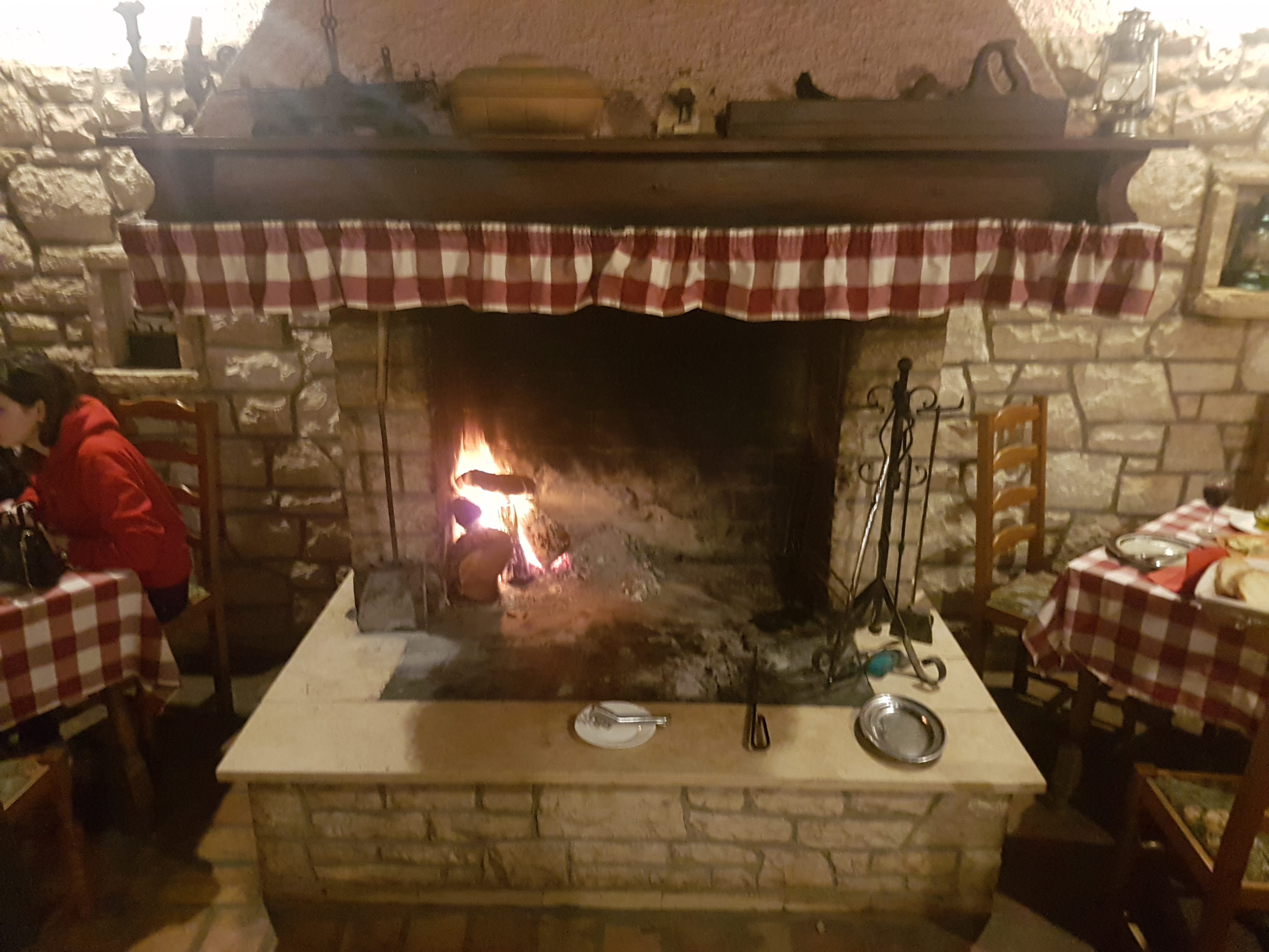 STARI COK - PLEASANT EVENING WITH FIRE AND ISTRIAN SAUSAGES IN VALTURA
