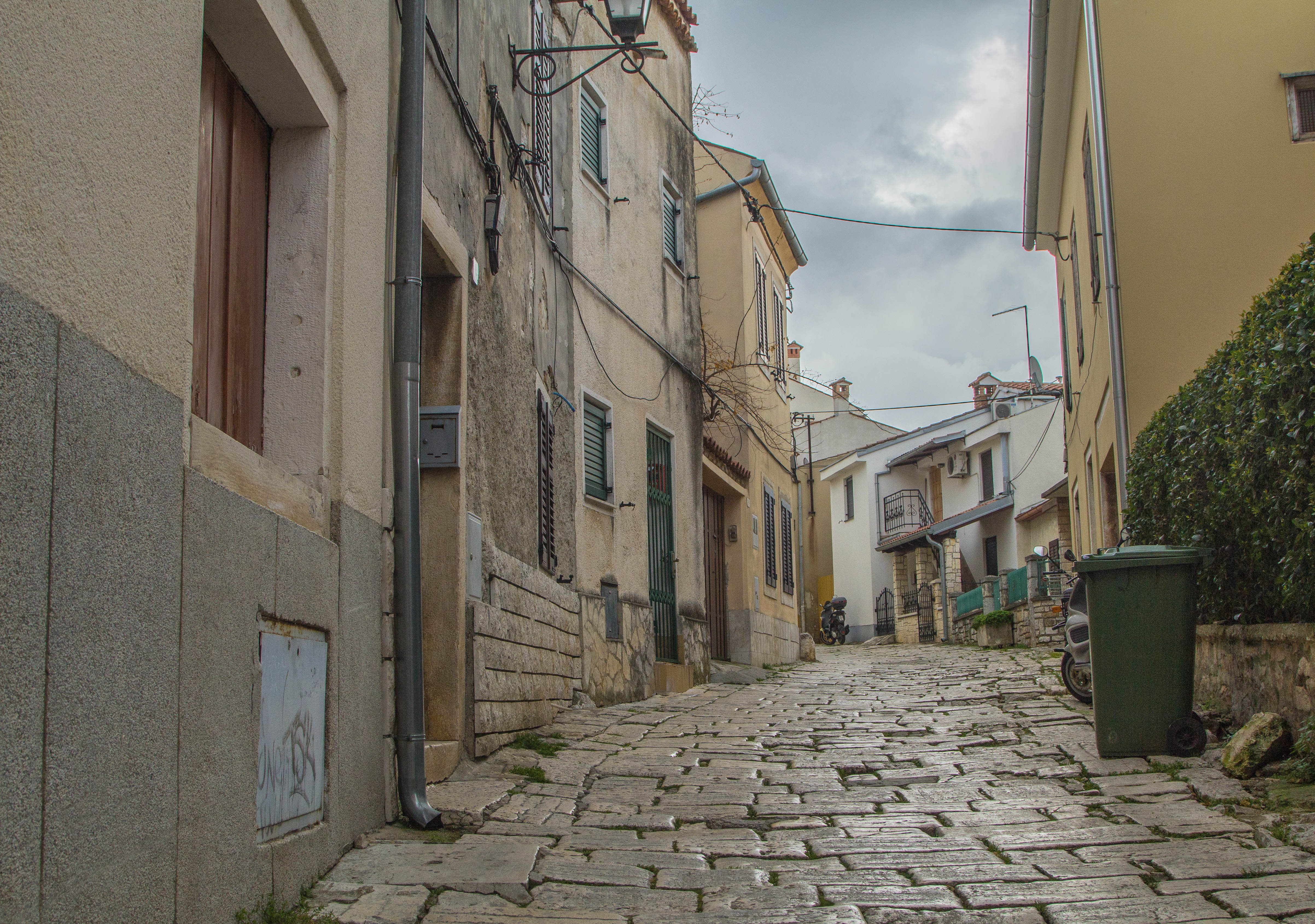 WALK THROUGH OLDTOWN STREETS TO VISIT ST. EUFEMIA CHURCH IN ROVINJ