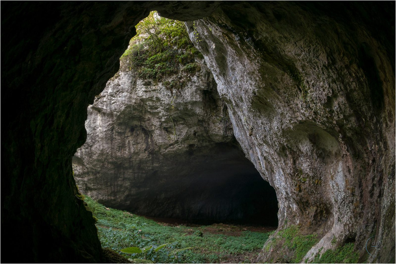 MISTERIOUS CAVE WITH DRAGON WHIFF NEAR PIĆAN
